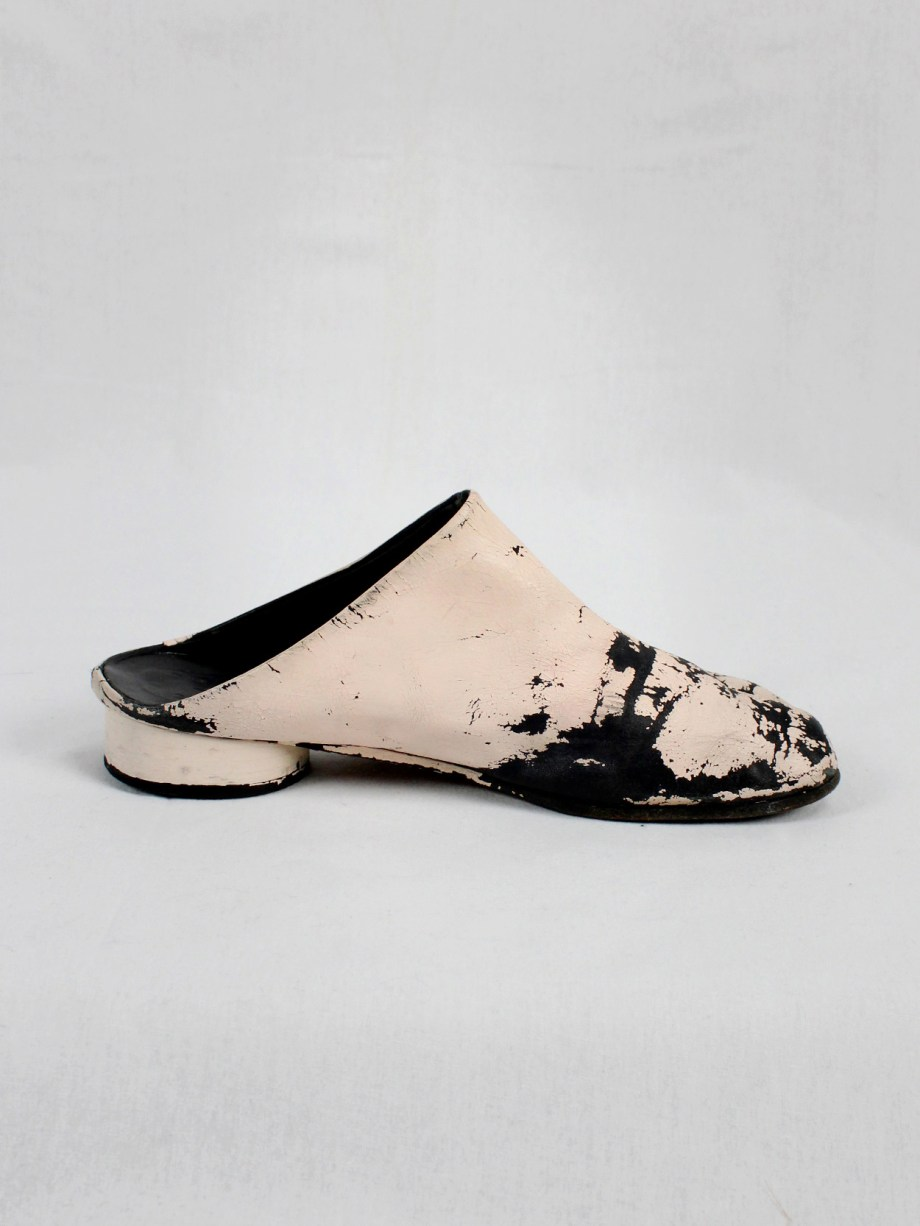 vaniitas vintage Maison Martin Margiela black tabi slippers painted in light pink spring 2002 1892