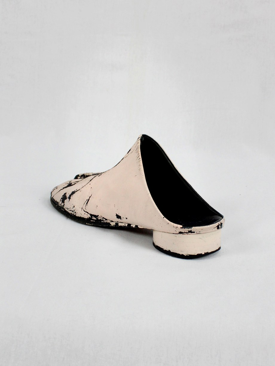 vaniitas vintage Maison Martin Margiela black tabi slippers painted in light pink spring 2002 1911