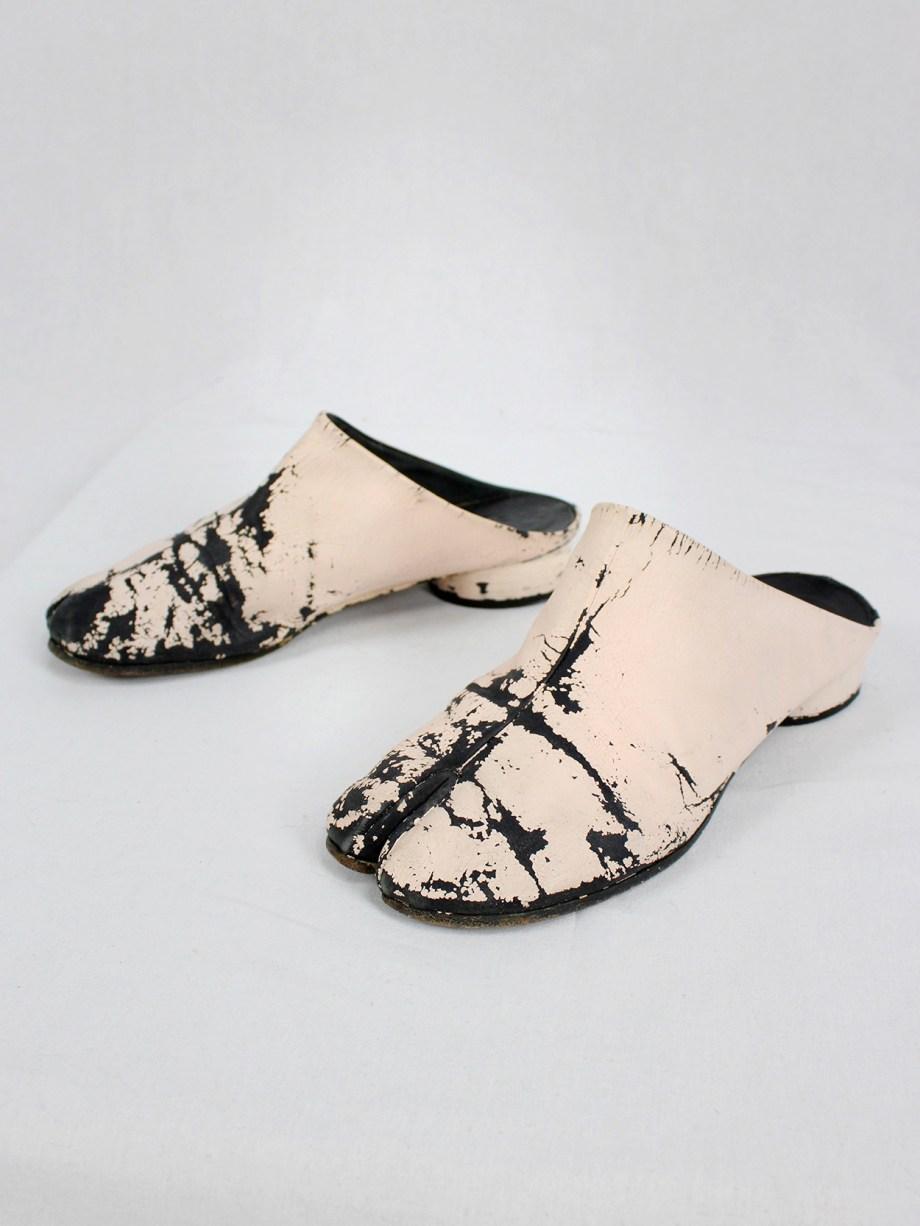 vaniitas vintage Maison Martin Margiela black tabi slippers painted in light pink spring 2002 5675