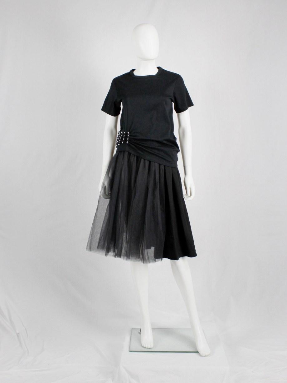 Noir Kei Ninomiya black t-shirt gathered at the waist by rows of pearls — spring 2015