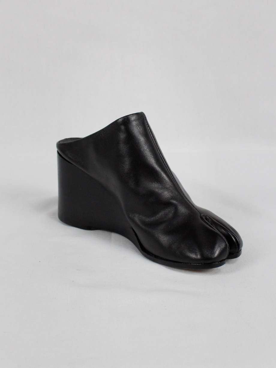 Maison Martin Margiela black tabi slippers with wedge heel spring 2002 (12)