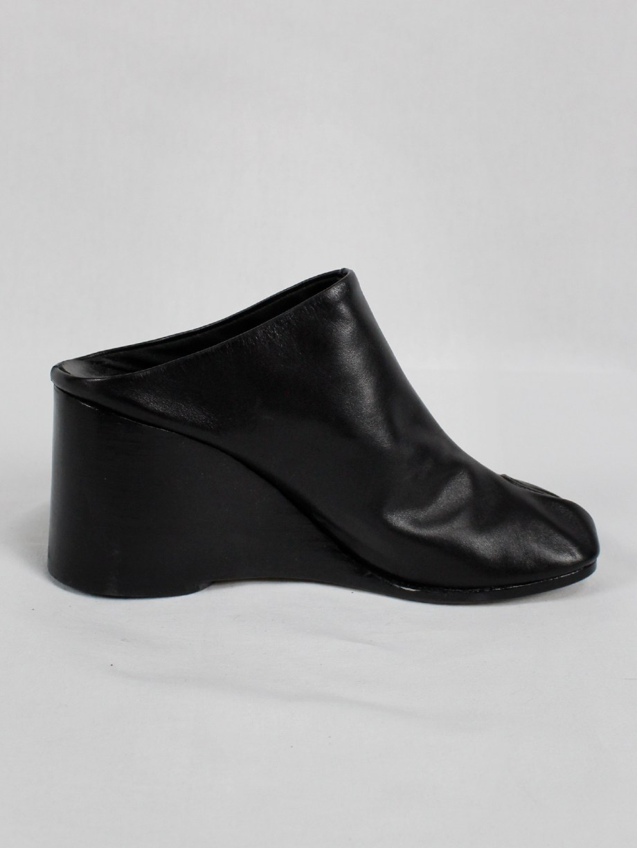 Maison Martin Margiela black tabi slippers with wedge heel spring 2002 (13)