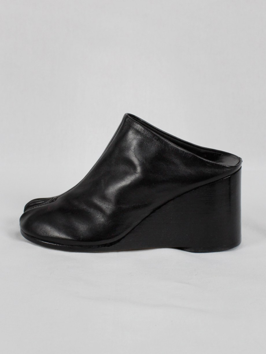 Maison Martin Margiela black tabi slippers with wedge heel spring 2002 (9)