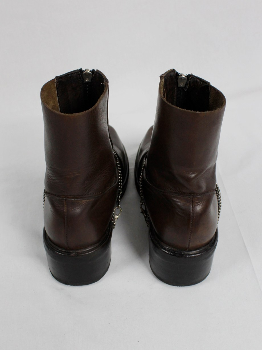 Dirk Bikkembergs brown mountaineering boots with silver chain through the soles (40) — late 90's
