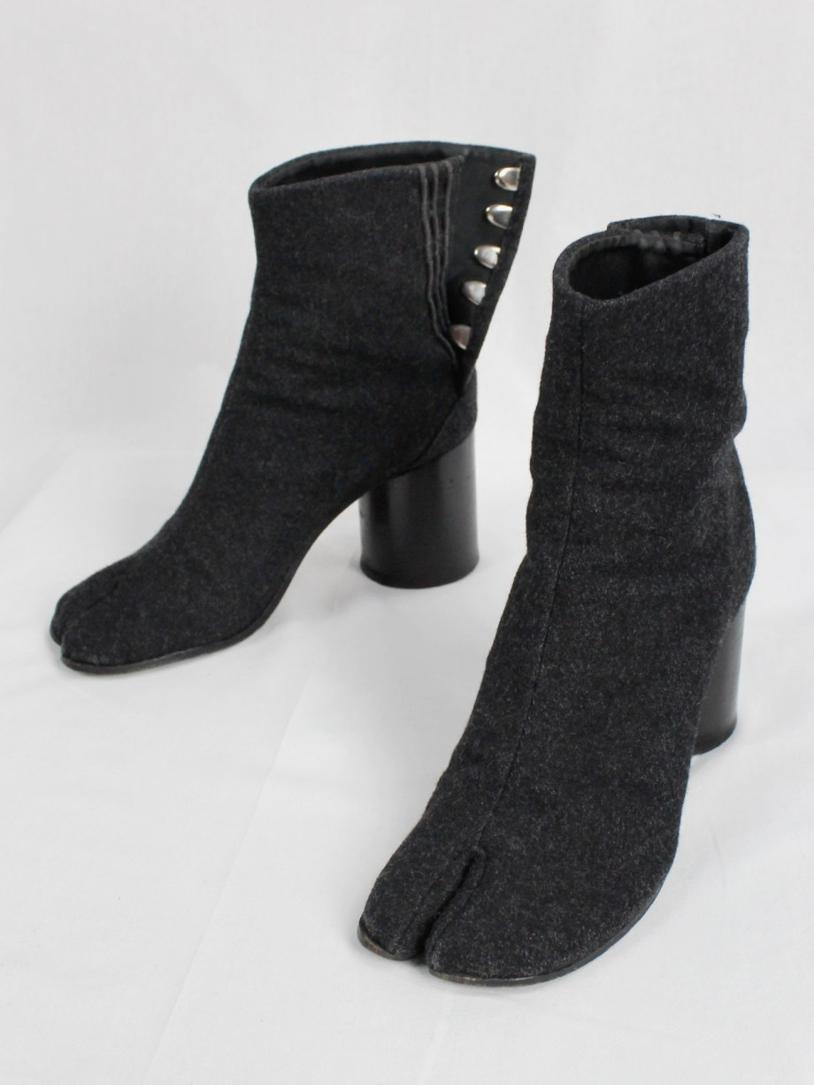 Maison Martin Margiela dark grey felt tabi boots with cylindrical heel (39/40) — 1990's