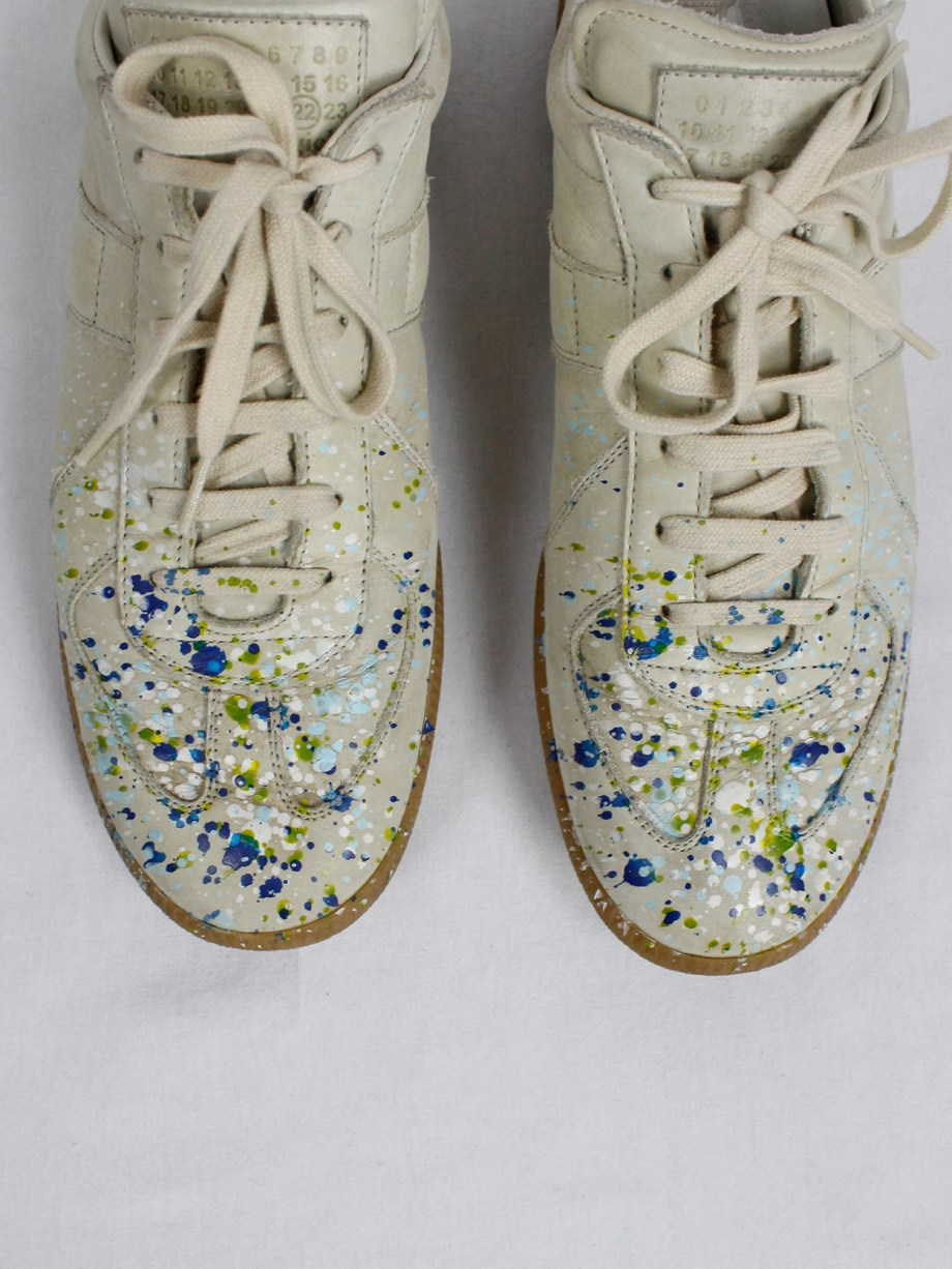 vintage Maison Martin Margiela replica beige sneakers with paint splatters (7)