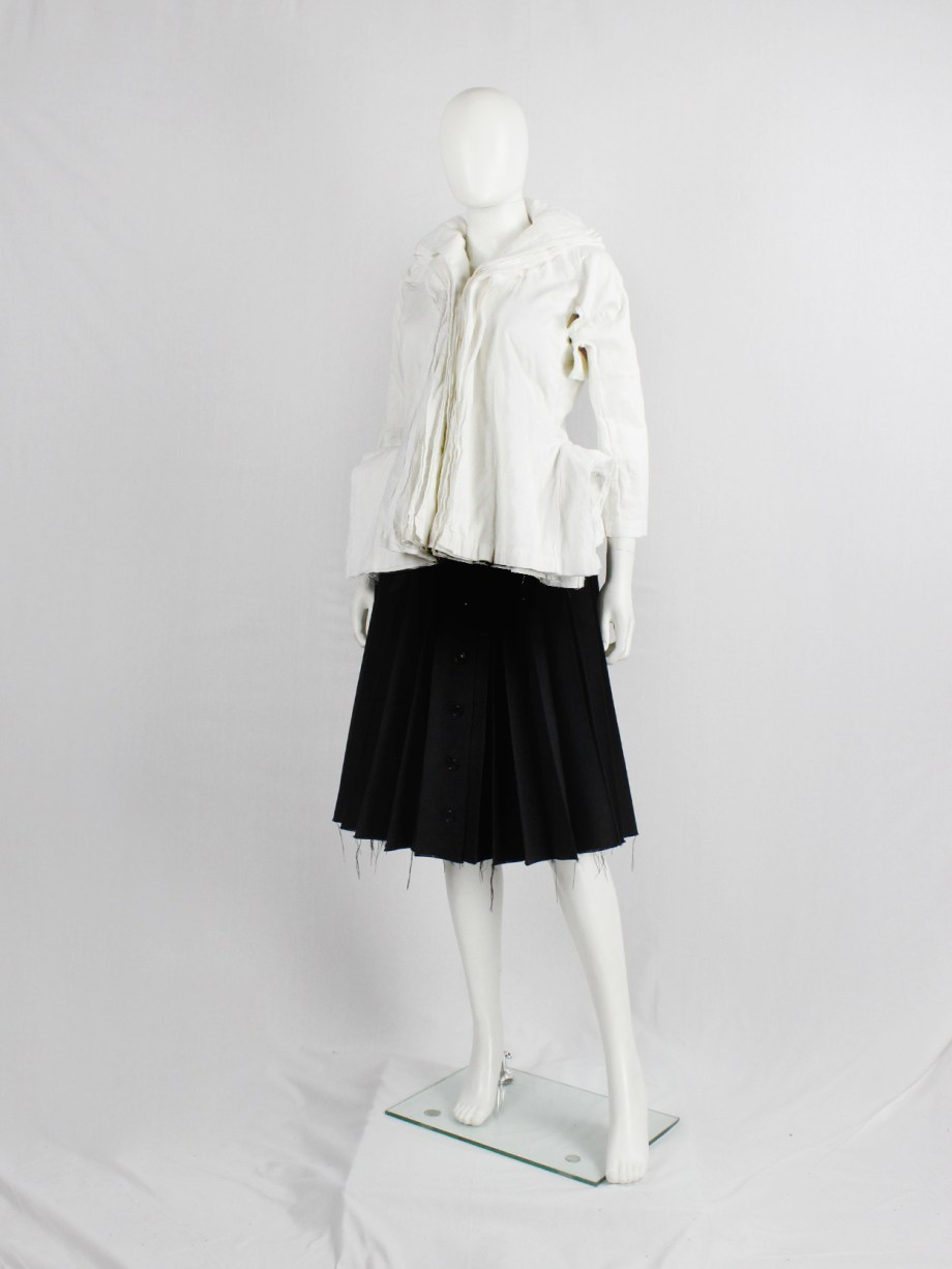 Junya Watanabe white blazer made of 8 blazers layered over each other spring 2005 (1)