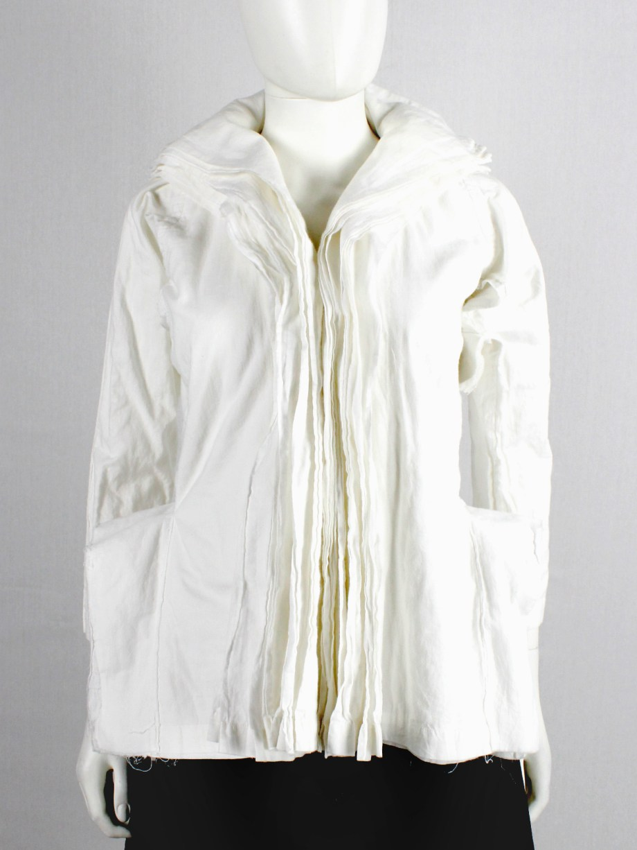 Junya Watanabe white blazer made of 8 blazers layered over each other spring 2005 (13)