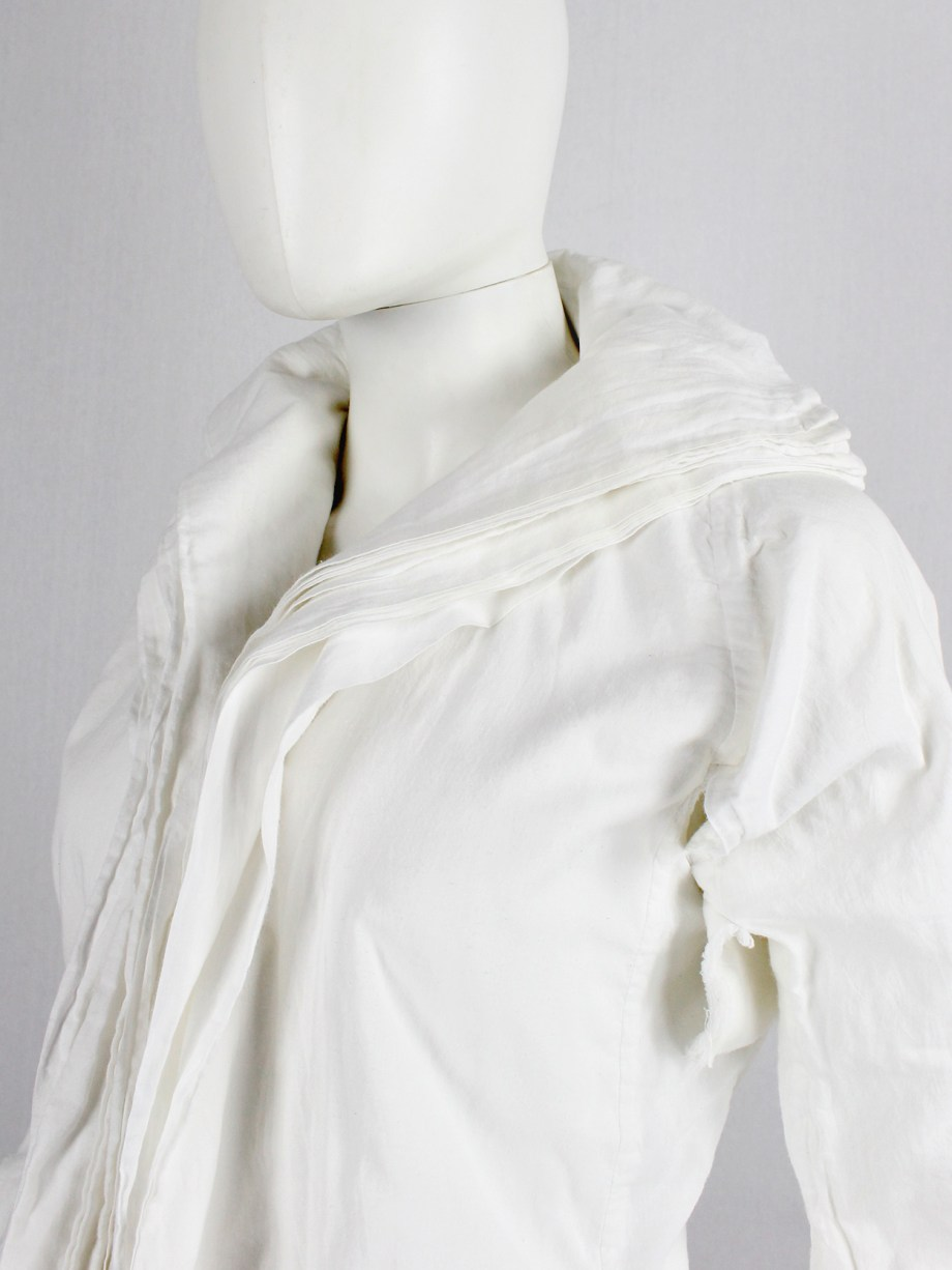 Junya Watanabe white blazer made of 8 blazers layered over each other spring 2005 (23)