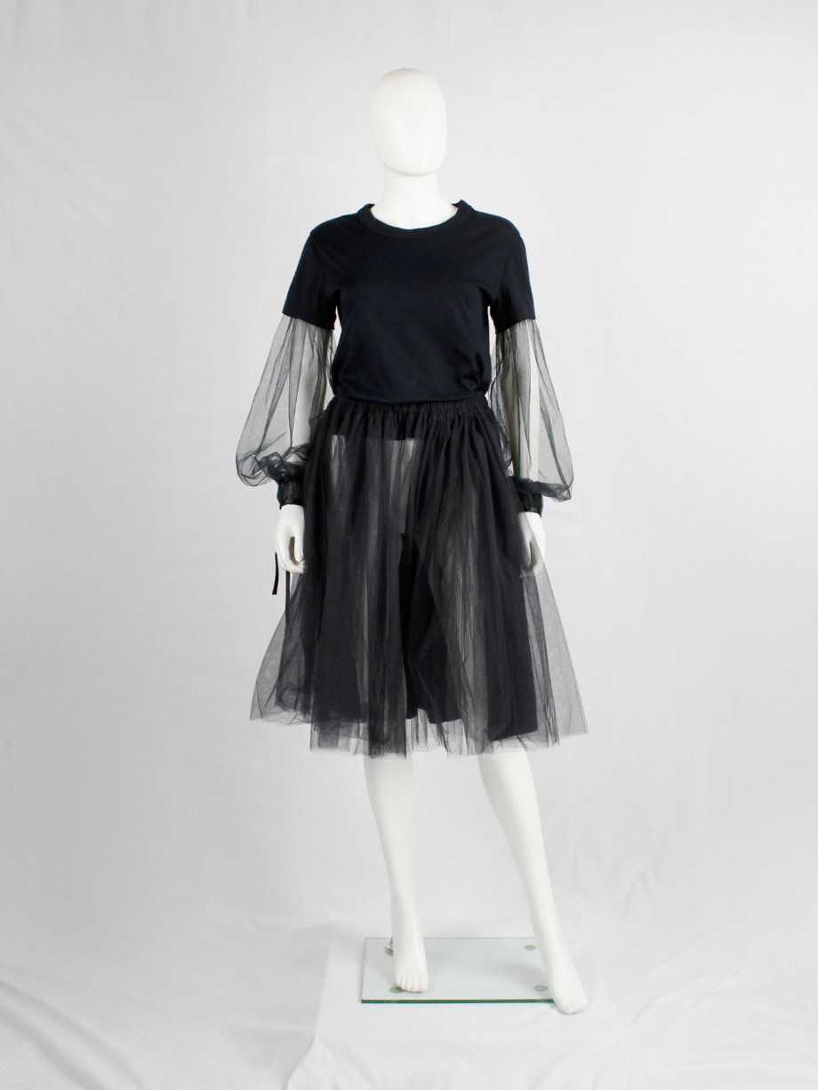 Noir Kei Ninomiya black t-shirt with inserted mesh bell sleeves with ribbons fall 2017 (2)