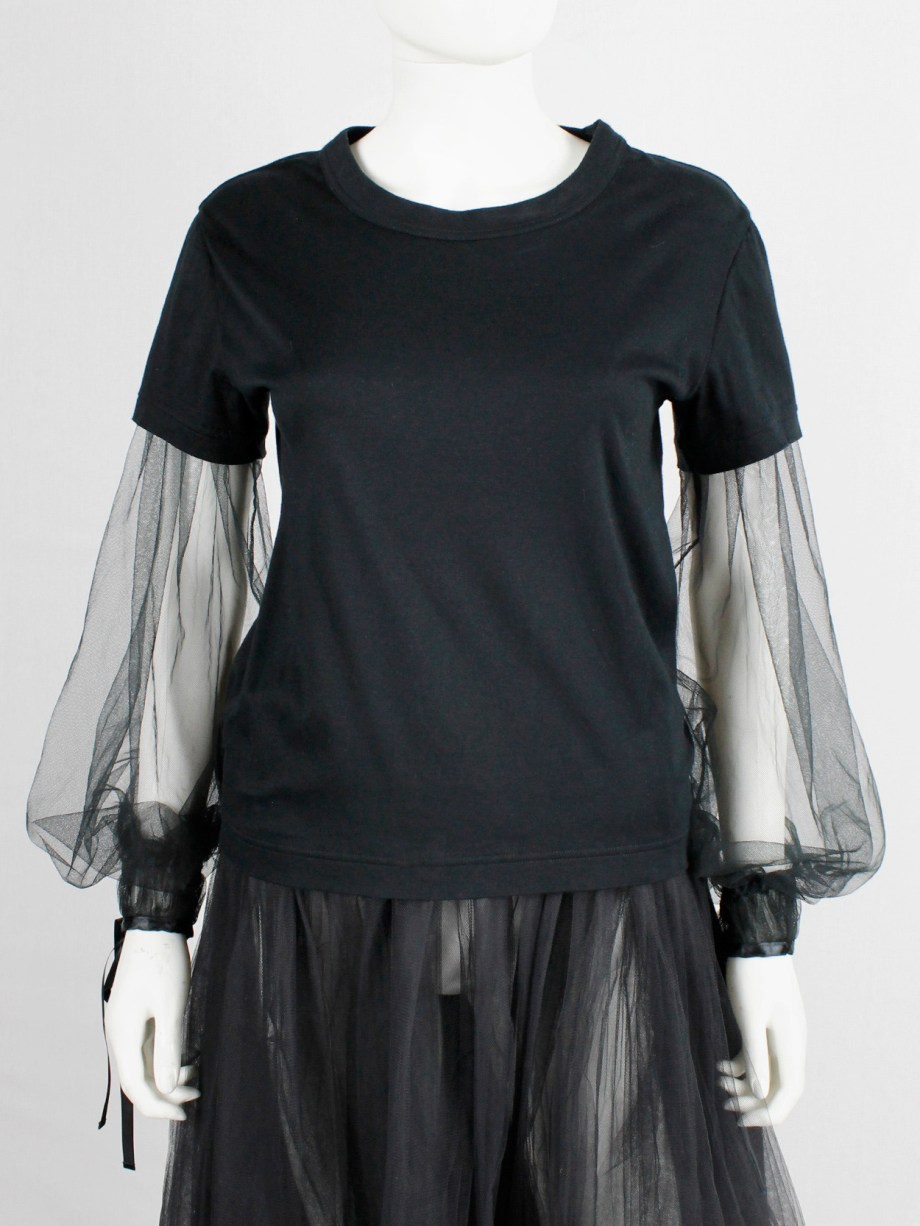 Noir Kei Ninomiya black t-shirt with inserted mesh bell sleeves with ribbons fall 2017 (8)