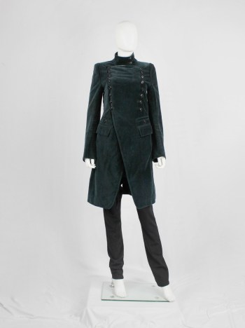 Ann Demeulemeester emerald green velvet coat with double butonned front — fall 2005