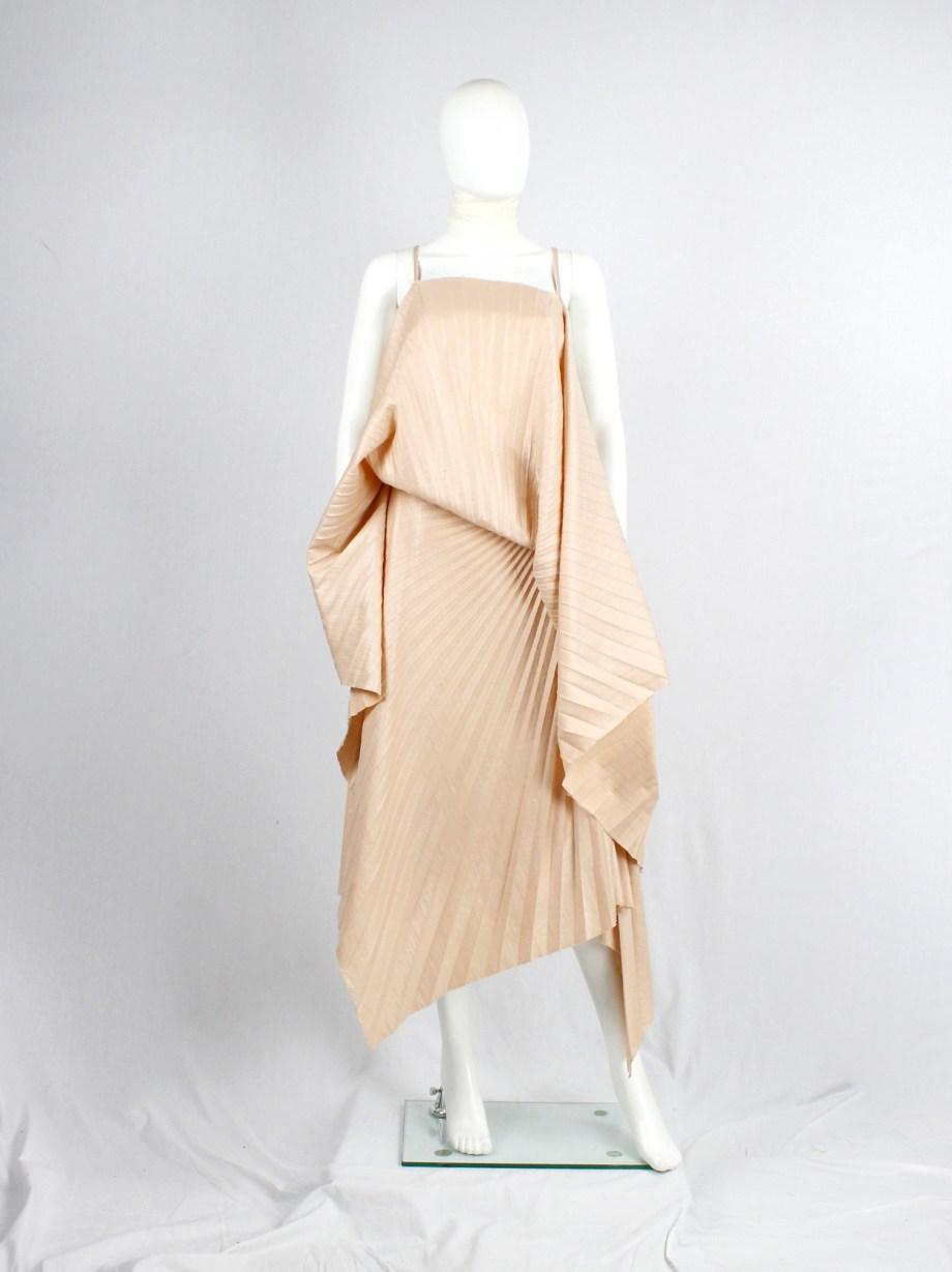 A.F. Vandevorst salmon draped backless dress with accordeon pleats — spring 2008