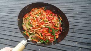 Grönsaker innan woksås