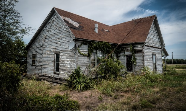 Abandoned Farmhouse near Ector, Texas