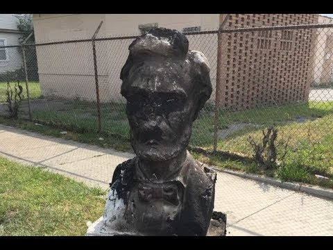 La estatua de Abraham Lincoln destruida en Chicago