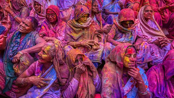 Mujeres durante la ceremonia de Holi