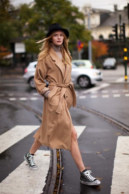 Il cappotto cammello è uno di quei capi che non deve mai mancare nel  guardaroba di una donna sta bene su tutto 117888a3dc4