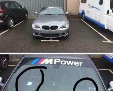 twee plaatsen parking parkeerticketjes