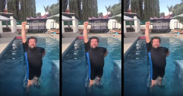jack black yes zwembad duik