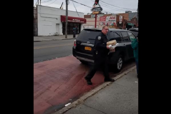 politieagent pizza foutparkeren busstrook