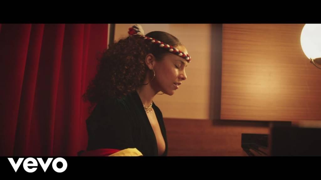 Video: Alicia Keys - Raise A Man [Dir. By Blogotheque]