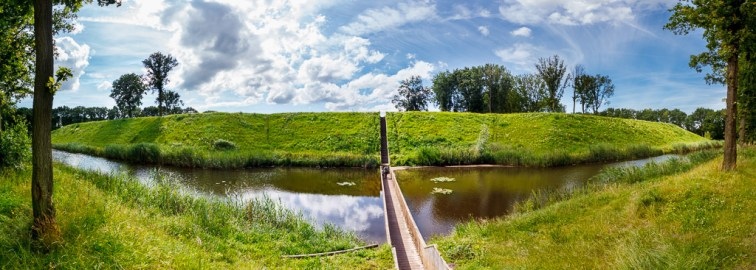 Fort de Roovere met Mozesbrug - Halsteren