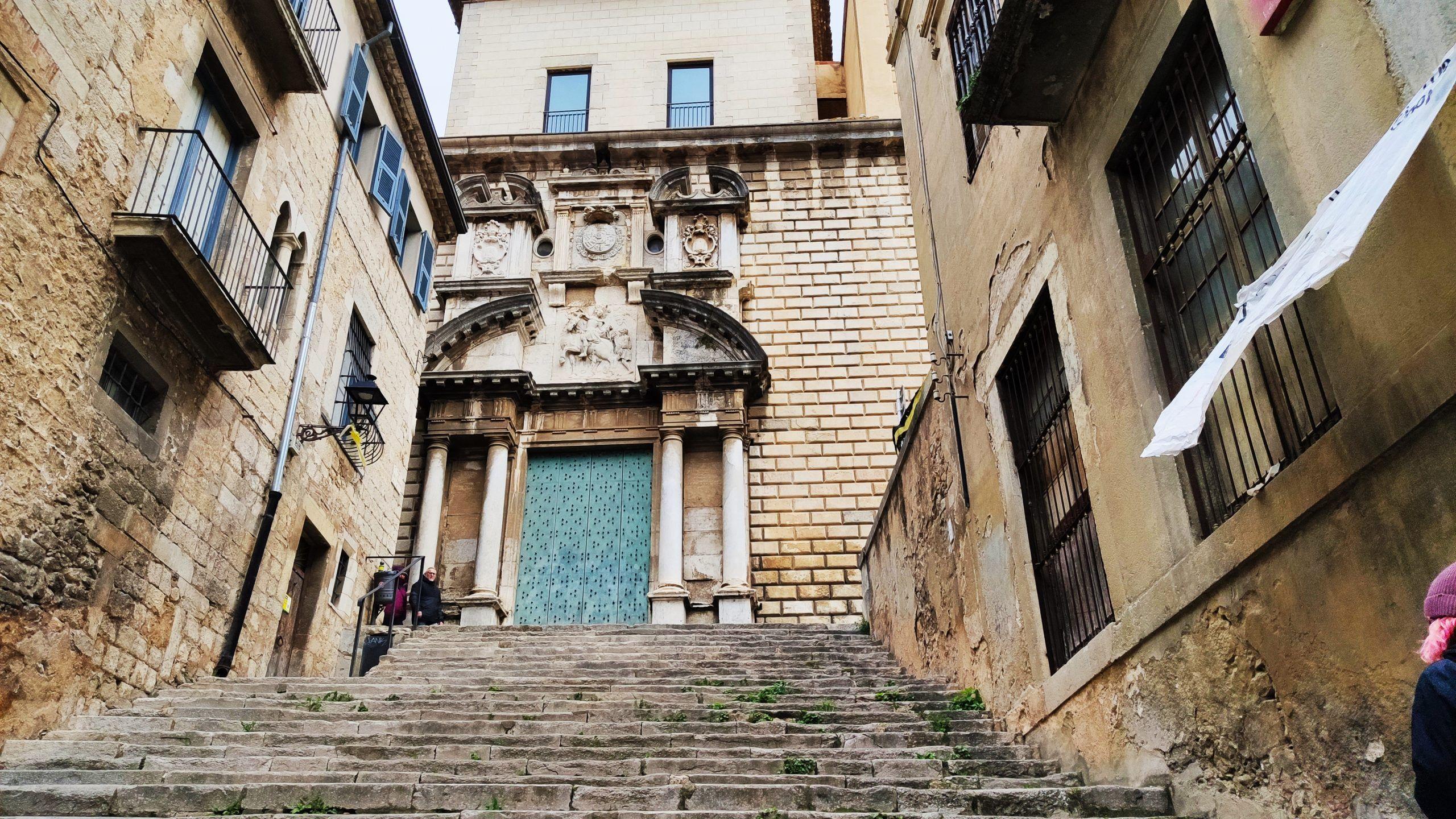 Escaleras e iglesia de Sant Martí