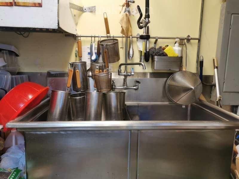 溫哥華商產買賣 『趙信德-專業生意買賣團隊』--- 列治文美食廣場全商業廚房生意$58000 - 溫哥華天空 - Vansky.com