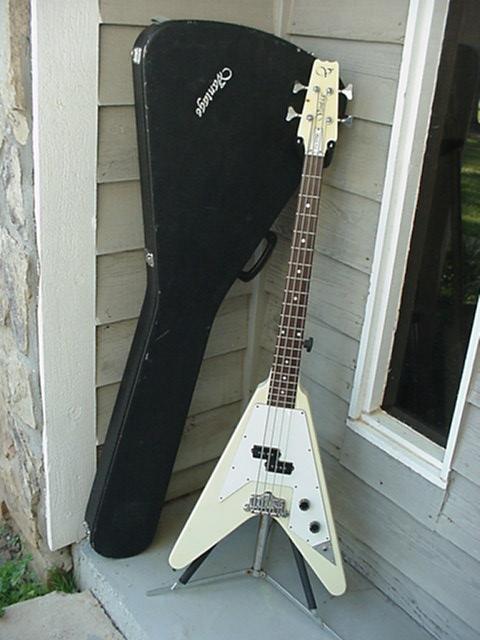 A que se deve a falta de popularidade da Gibson em relação à Fender? - Página 3 Fv-575b-g1-01
