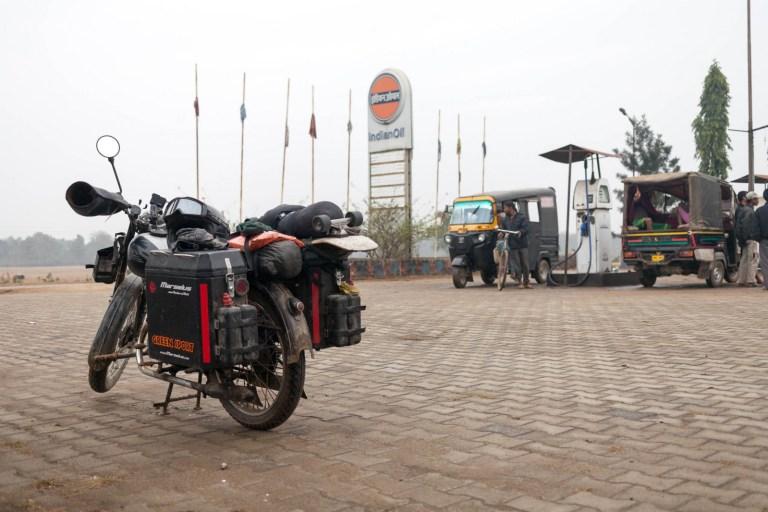 Benzínka v Indii