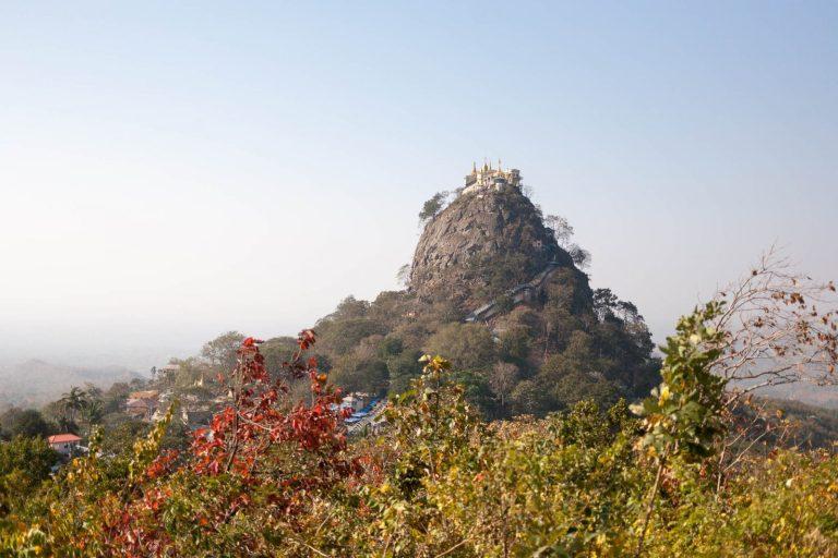 Hora Popa v Barmě