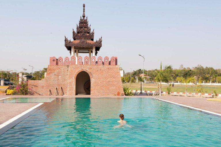 Hotelový bazén v Naypyitaw