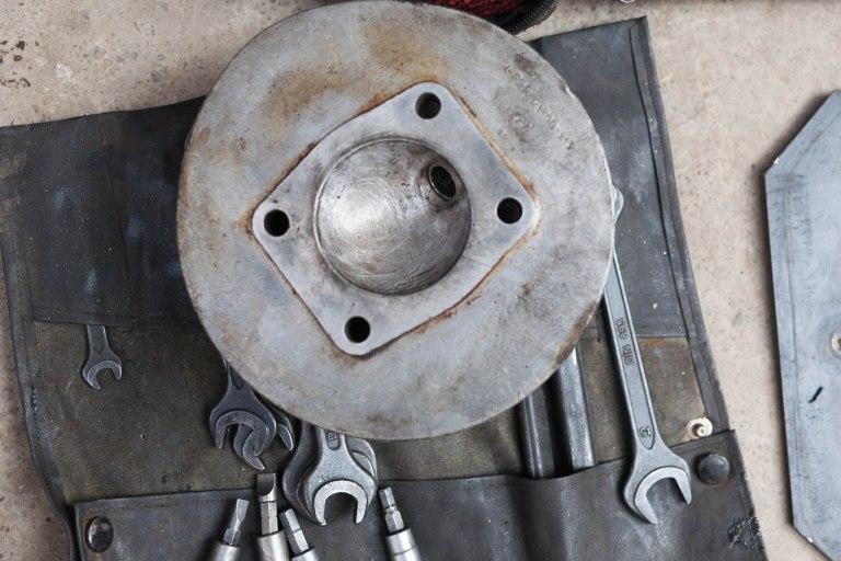 Krásná naleštěná hlava motoru