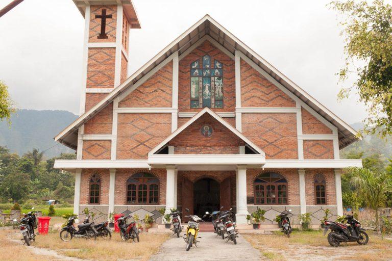 Nedělní seance v kostele