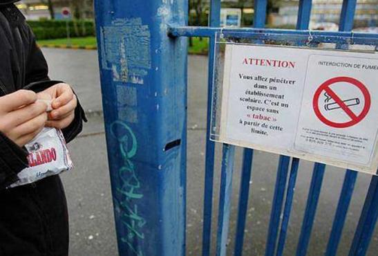 צרפת: טבק לא תותר בבתי ספר תיכוניים!