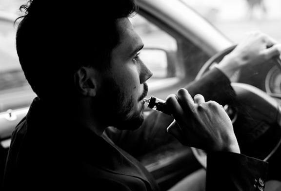 BELGIQUE : L'interdiction de l'e-cigarette en voiture entre en vigueur !