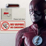 אנשים: גראנט גראסטין מקבל אזהרה על השימוש שלו סיגריה אלקטרונית על מטוס!