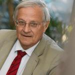 ЗДОРОВЬЕ: Профессор Бертран Даутценберг «убежден, что электронные сигареты помогают бросить курить»