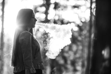 """ארצות הברית: מותו הראשון של נער בעקבות השימוש ב""""סיגריה אלקטרונית """"..."""