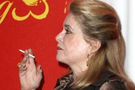 LEUTE: Catherine Deneuve verzichtet auf Tabak für die E-Zigarette und es geht ihr besser!