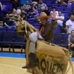 El Vaquero y su caballo anima a la fanaticada