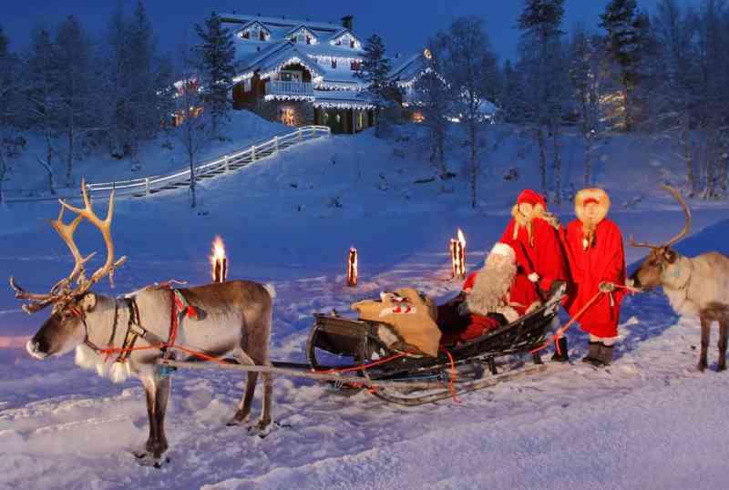 L'aurora boreale al villaggio di babbo natale. In Lapponia Alla Ricerca Di Babbo Natale Varese Per I Bambini