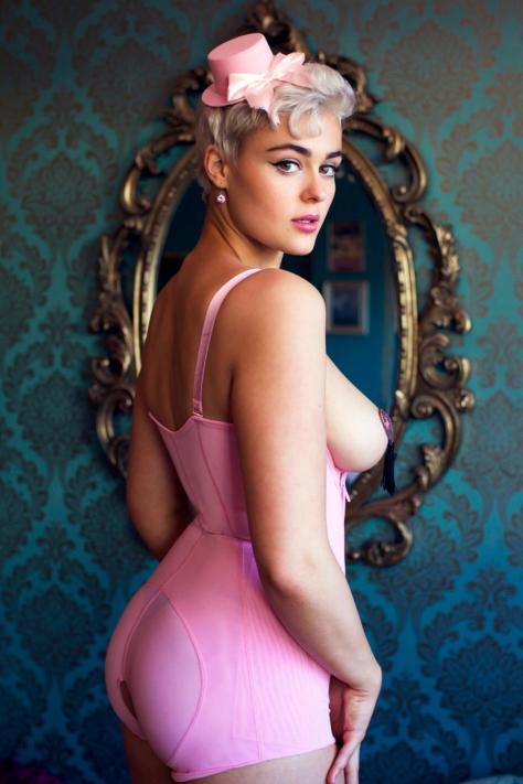 stefania-ferrario-models-lingerie
