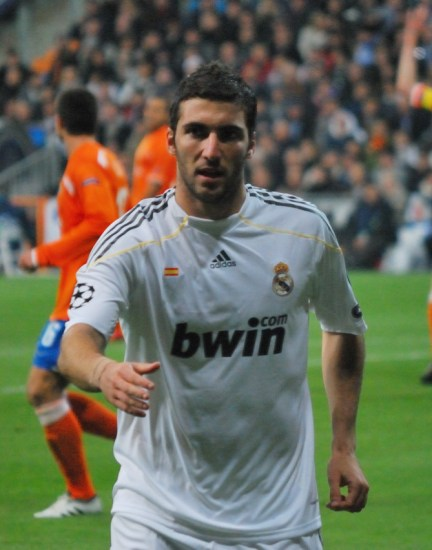 Higuain_against_Zurich_11-25-2009