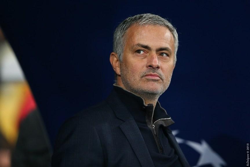 Mourinho sparket!