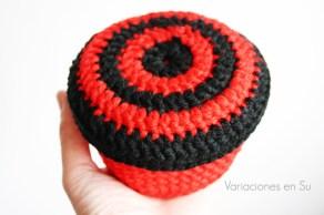 cesta-ganchillo-roja-negra-1