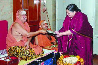 kanchi-seer-jayalalitha