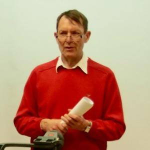 Esko Seppänen on entinen Euroopan parlamentin jäsen, kansanedustaja ja kahdesti tiedonjulkistamispalkinnon saanut talousasiantuntija. (Jorma Mäntylä valokuvasi Esko Seppäsen yleisötilaisuudessa viime keväänä)