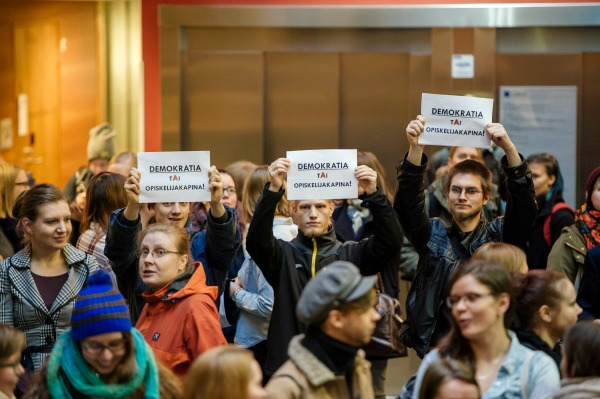 Huoli yliopistodemokratian tulevaisuudesta sai monet opiskelijat liikkeelle.